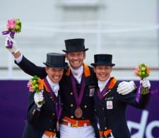 OS: brons voor oranje: Anky van Grunsven, Edward Gal en Adelinde Cornelissen